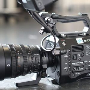fs7-with-kit-lens-600x400